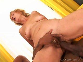 Mature Amateur Lady Enjoys Two Massive Black Cock Up Her Twat